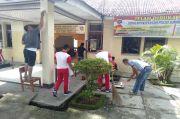 Rusak Diserang Massa, Polisi dan Warga Kerja Bakti Bersihkan Mapolsek Sugai Pagu