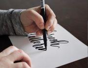 Cara Memilih Brush Pen dan Tinta Hand Lettering Sesuai Kebutuhan