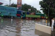 Jalur Semarang - Kendal Macet Total Akibat Banjir