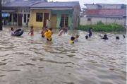 Banjir di Duri Kosambi, Anak-anak Asyik Berenang dan Main Air