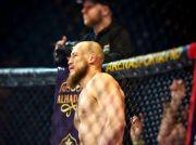 Petarung MMA Lepas Gelar Usai Tolak Lawan Petarung MMA Muslim