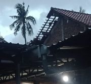 Diterjang Angin Puting Beliung, Sejumlah Rumah Warga di Semarang Rusak
