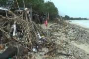 Parah, Tumpukan Sampah Menggunung di Sepanjang Pantai Teluk Awur Jepara