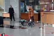 Operator Politikus PDIP Ihsan Yunus Serahkan Sepeda Brompton ke KPK