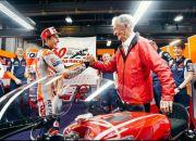 Marc Marquez Siap Balapan Lagi, Nongol Saat Sesi Foto Repsol Honda