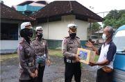 Jajaran Satlantas Polresta Denpasar Bagikan Sembako ke Sopir Angkot