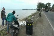 Gelombang Pasang Hancurkan Tanggul Beton Penahan Ombak di Jalur Pantura Tuban