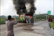 Lampung Gempar, Truk Tronton Pengangkut Suku Cadang Luluhlantak Diamuk Api