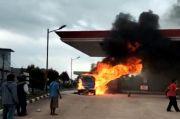 Batam Gempar, Mobil Angkutan Umum Terbakar Hebat di SPBU Merapi Subur