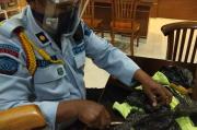 Petugas Lapas Kediri Gagalkan Penyelundupan Barang Terlarang Lewat Lempar Paket