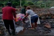 Jalan Diterjang Longsor, Ibu Hamil di Perbatasan Timor Leste Harus Ditandu ke Rumah Sakit