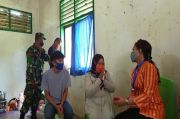 Peduli Warakawuri, Istri Danrem 143 /HO Kunjungi Istri Alm Serda Baso Hadang