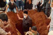 Tak Ada Prabowo di Pemakaman Ibunda Fadli Zon