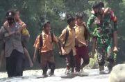 Siswa SD di Aceh Besar Harus Bertaruh Nyawa Lewati Aliran Sungai Habitat Buaya untuk ke Sekolah
