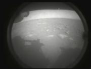 Robot Penjelajah NASA Bagikan Foto Pertama Tanah Planet Mars