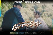 Vision+ Originals Berjudul Skripsick Episode 7 & 8: Perjuangan Chara & Bunga ucharantuk Nyalakan Desa Penyanyi
