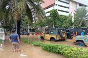 Mobil Mercy hingga Alphard Terendam Banjir di Kemang, IOF Turun Tangan