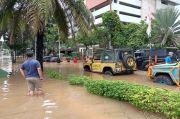 9 Offroad Derek Mobil Mewah yang Terendam Banjir di Kemang Raya