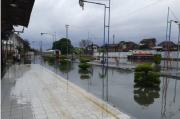 Banjir Rendam Rel Jarak Jauh di Bekasi, Sejumlah Pemberangkatan Kereta Api dari Jakarta Dibatalkan