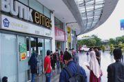 Di Tengah Pandemi COVID-19, Pembeli Logam Mulia Membeludak Sampai Rela Antre di Mall
