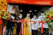 Terjun ke Dunia Bisnis Kuliner, Chelsea Islan Buka Gerai Bubur Goreng