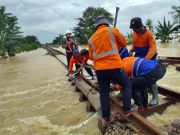 Jalur Kereta Api Lintas Utara Jawa Belum Pulih, Perbaikan Dikebut