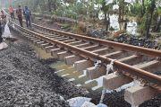 Jalur Rel KA Terdampak Banjir, Ditargetkan Dapat Dilalui Sore Ini