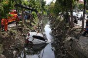 Gara-gara Telepon Berdering, Pengemudi Panik dan Mobil Nyungsep ke Sungai