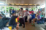 Polres Kepulauan Seribu Bagikan Ribuan Masker kepada Wisatawan dan Masyarakat