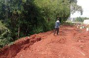Permukaan Tanah Retak, Longsor Intai Area Makam COVID-19 di Tangsel