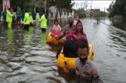 Banjir Lumpuhkan Kaligawe Semarang, Karyawan RS dan Pekerja Pabrik Dievakuasi