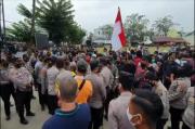 Lapangan Sepak Bola Diekskusi Juru Sita PN Medan, Pelajar dan Pemuda Medan Melawan
