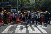 Polisi Myanmar Lepas Tembakan ke Udara, Demonstran Berlarian