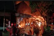 Ibu dan Anak Tewas Terjebak dalam Kebakaran Rumah di Surabaya