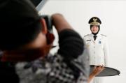 Fotografer Disabilitas di Balik Foto Resmi Baju Dinas Bupati Banyuwangi Ipuk Fiestiandani