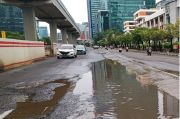 Banjir Usai Banyak Jalan Berlubang di Jakarta, Netizen: Heran Kontraktor Indo, Mesti Diaudit Nih!