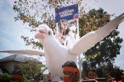 Pos Indonesia Bikin Heboh, Kirim Paket Pakai Merpati Raksasa