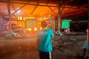 Tempat Usaha Bak Truk Milik Mantan Bupati Rembang Terbakar