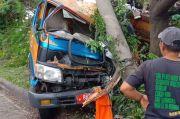 Sopir Diduga Ngantuk, Truk Sampah Seruduk Tiang Listrik di Bogor