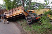 Truk Sampah Rusak Parah Tabrak Tiang Listrik di Bogor, Begini Kondisinya