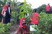 Lestarikan Alam, Warga dan Anggota Dewan Tanam Pohon dan Bersihkan Sungai Ciliwung