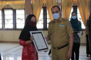 Pemrov Babel Serahkan 240 Sertifikat Halal ke Pelaku UMKM
