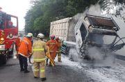 Truk Pengangkut Batubara Hangus Terbakar di Tol JORR