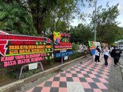 Dukungan Nurdin Abdullah Terus Mengalir, Warga Kirim Karangan Bunga di Rujab Gubernur