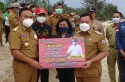 Gubernur Kalteng Serahkan Bantuan 2 Kapal 3-5 GT dan Voucher DAK Fisik Bidang Pendidikan