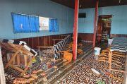 Puluhan Massa Bersenjata Mengamuk Rusak Kantor dan Rumah Bupati Asmat serta Menjarah Ruko