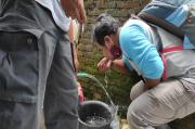 Diduga Limbah PT Pertamina Bocor, Sumur Warga Berbau Minyak
