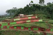 Tingkatkan Pariwisata Lumajang, Bank Jatim Serahkan CSR Berupa Tenda Kekinian