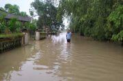 Kali Lamong Meluap, Jalan Poros Dua Kecamatan di Gresik Terendam Banjir