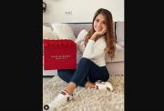 Manisnya Antonella Roccuzzo saat Pose dengan Buket Bunga Besar